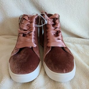 bf5d5586b Mossimo Supply Co. Shoes - Women s Sara High Top Velvet Sneakers Sz 9 ...